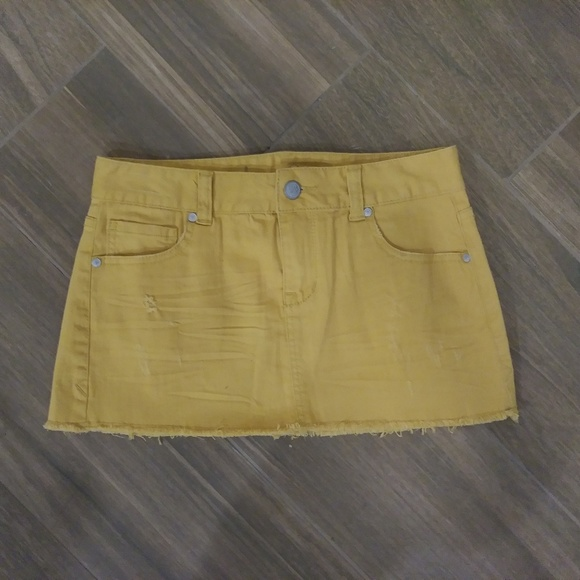 American Rag Dresses & Skirts - American Rag Mustard Distressed Fray Skirt Size 1
